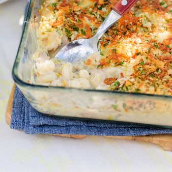 Pasta de atún, puerro, lornay y naranja