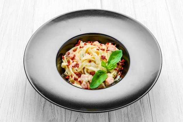 Pasta con atún y verduras