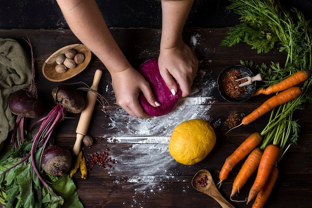 Pasta casera artesanal en el proceso de cocción