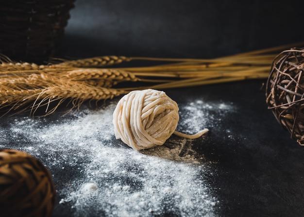 Pasta de fideos con harina
