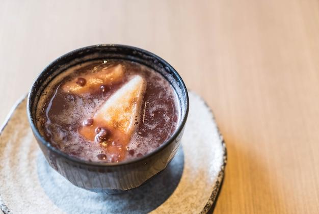 Pasta de frijol rojo caliente con torta de arroz