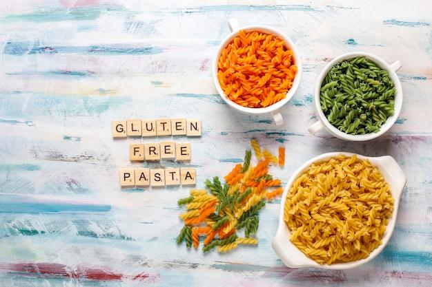 Pasta fusilli vegetal sin gluten multicolor.