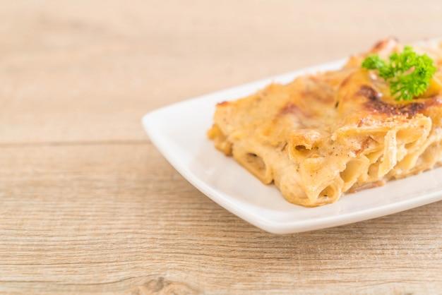Pasta penne al horno con queso y jamón