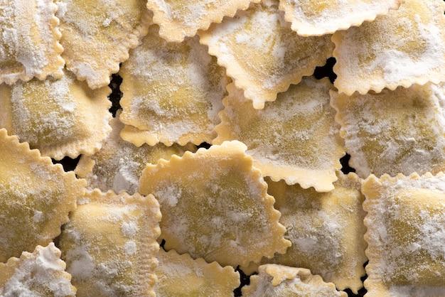 Pasta de ravioles italianos hechos a mano