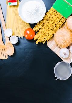 Pasta seca de espaguetis con ingrediente.