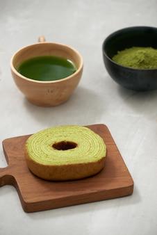 Pastel alemán, té verde baumkuchen con café con leche