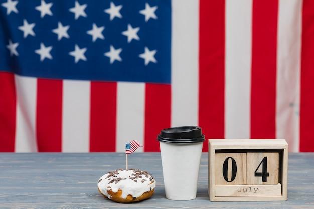 Pastel y bebida para el 4 de julio.