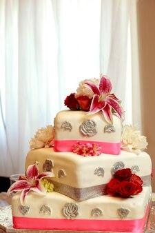 Pastel de boda decorativo tradicional