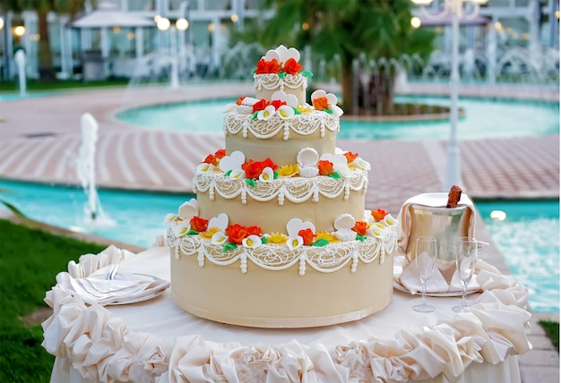 Pastel de bodas con la decoración