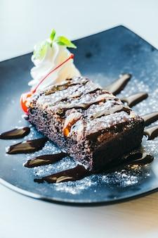 Pastel de brownies de chocolate