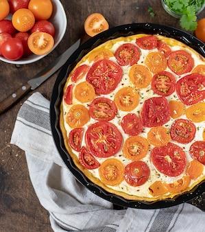 Pastel casero con tomate y ricotta