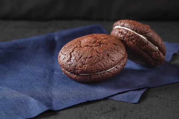 Pastel de chocolate con galletas de chocolate