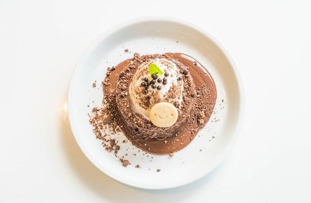 Pastel de chocolate con helado de vainilla.