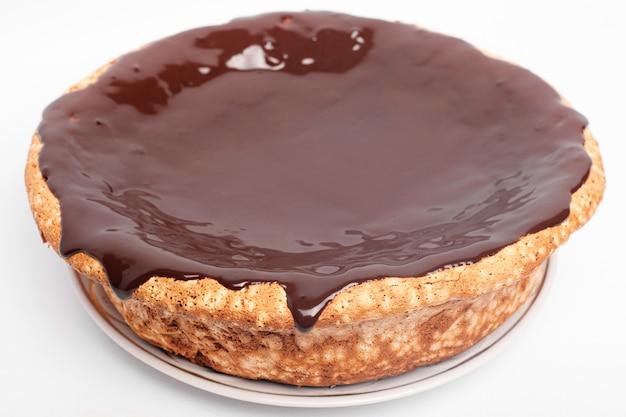 Pastel de chocolate que fluye. bizcocho con chocolate caliente.