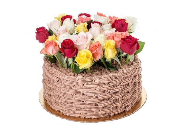 Pastel de crema de rosas. aislado