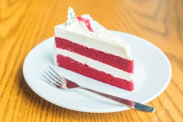Pastel de crema de terciopelo rojo