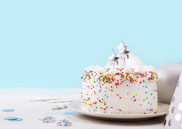 Pastel de cumpleaños con chispitas