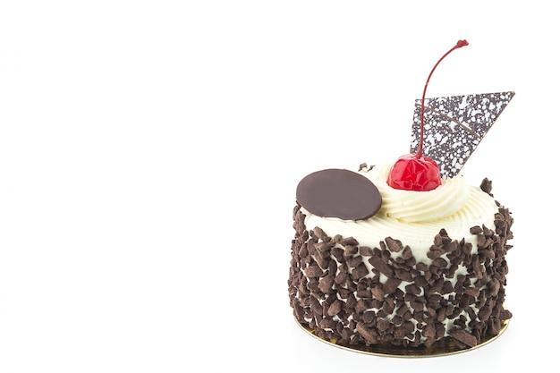 Pastel delicioso con chocolate y una cereza