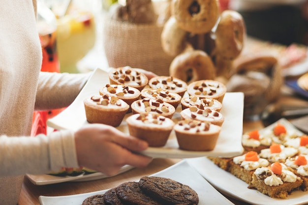 Pastel dulce de postre concepto de fiesta de café