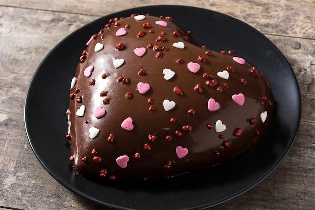 Pastel en forma de corazón para el día de san valentín o el día de la madre
