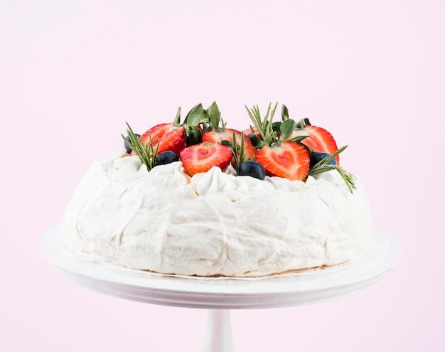 Pastel con fresas y nata