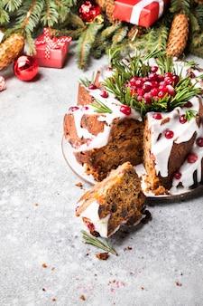 Pastel de frutas de navidad, pudín, hornear