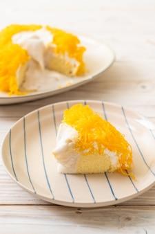 Pastel de huevo dulce-serpentina o tortas de hilo de yema de huevo dorada