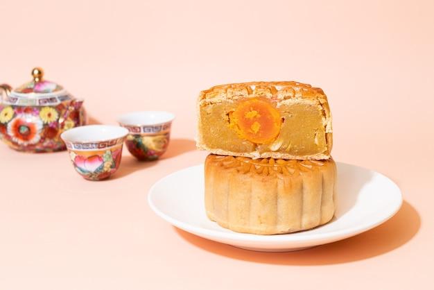 Pastel de luna chino con sabor a durian y yema de huevo para el festival del medio otoño