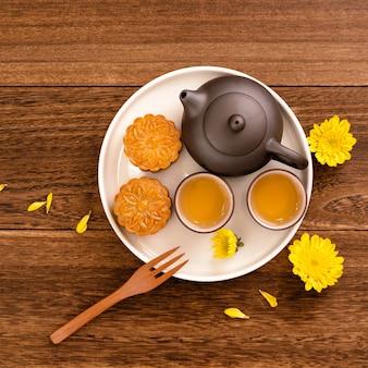 Pastel de luna para el festival del medio otoño en un plato