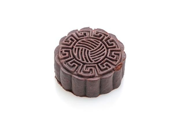 Pastel de luna con sabor a chocolate negro aislado en blanco