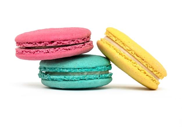 Pastel de macarrón o macarrón o macarrón francés aislado