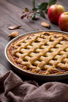 Pastel de manzana delicioso de alto ángulo