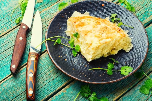 Pastel de masa filo con queso y requesón