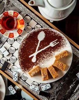 Pastel de miel y té negro