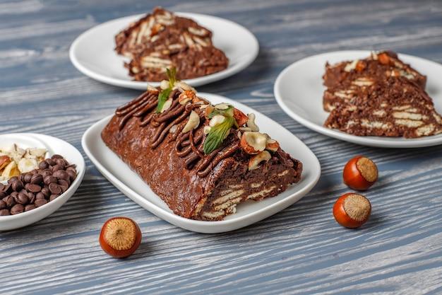 Pastel mosaico de chocolate y galletas