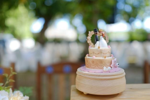 Pastel de muñeca de la boda, amor pareja