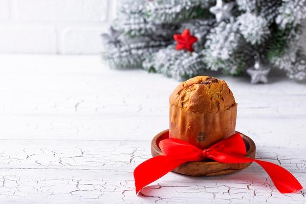 Pastel de navidad tradicional italiano panettone