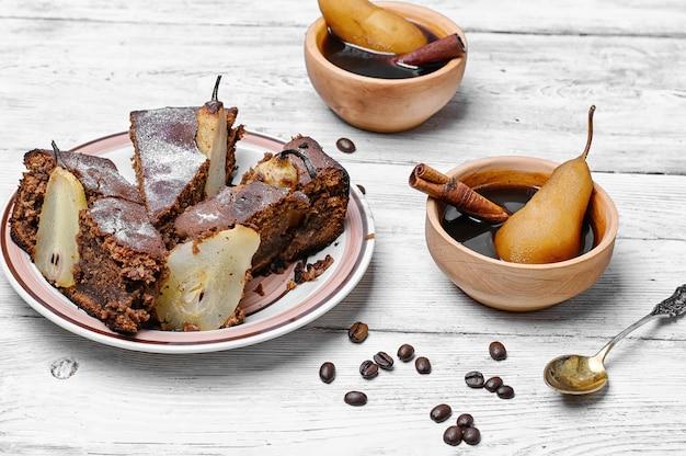 Pastel de pera y cafe