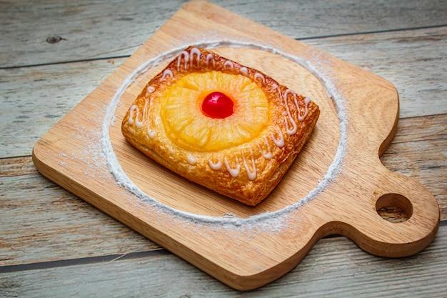 El pastel de piña es un pastel dulce.