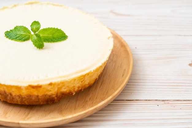 Pastel de queso casero con menta