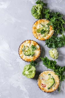 Pastel de quiche al horno con verduras