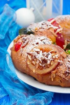 Pastel tradicional de chrismas portugués bolo rei