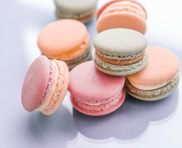 Pastelería panadería y concepto de marca macarrones franceses sobre fondo azul parisino chic café postre comida dulce y macarrón de pastel para diseño de fondo de vacaciones de marca de confitería de lujo
