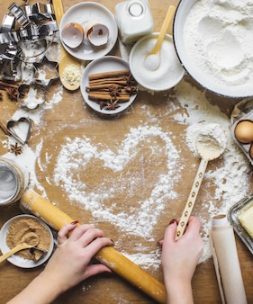 Pastelería, pasteles, cocinar sus propias manos. enfoque selectivo