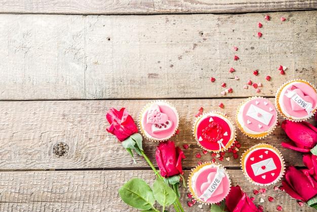 Pastelitos rosados y rojos de san valentín