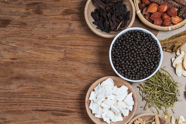Pastillas de hierbas medicinales chinas apiladas