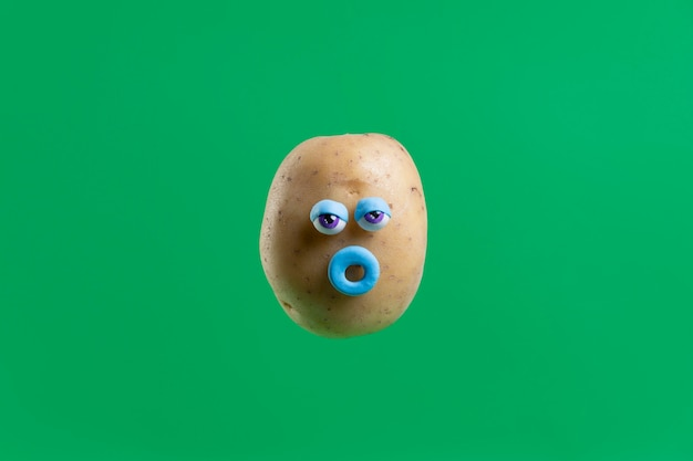 Patata divertida con cara pegatina
