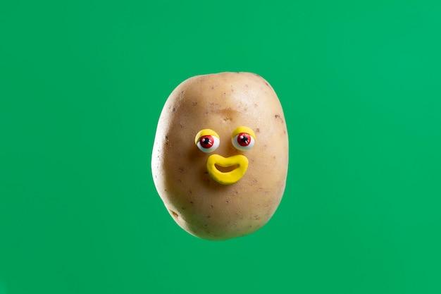 Patata divertida con linda pegatina