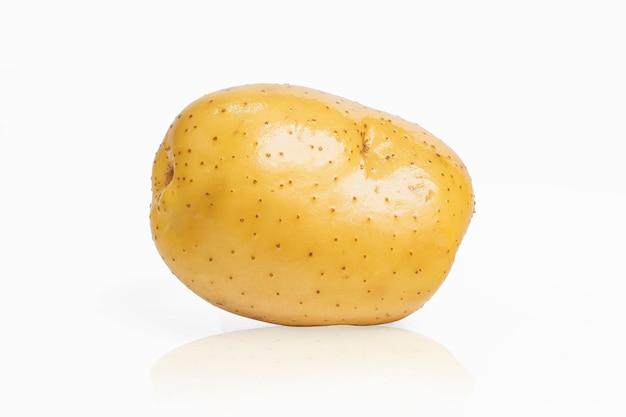 La patata en el fondo blanco