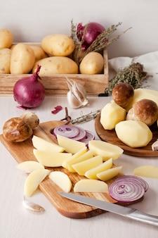 Patata recién pelada